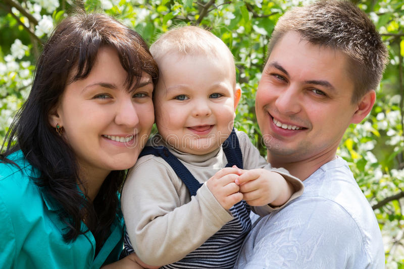 Gelukkige glimlachende familie royalty-vrije stock foto
