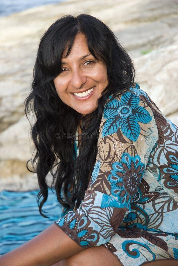Gelukkige glimlachende Indische vrouw. royalty-vrije stock fotografie