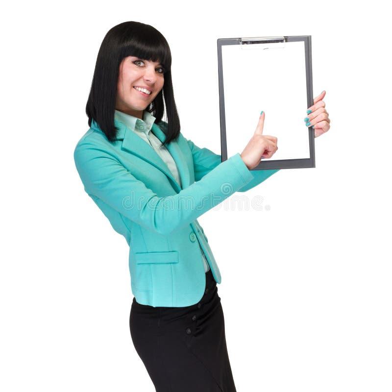 Gelukkige glimlachende jonge bedrijfsvrouw die leeg uithangbord tonen royalty-vrije stock foto