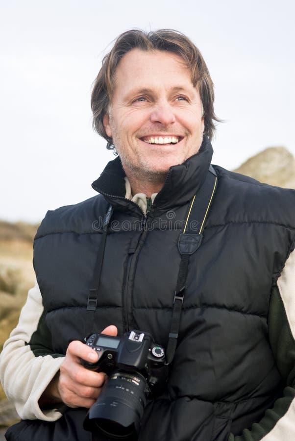 Gelukkige glimlachende mannelijke fotograaf royalty-vrije stock foto's