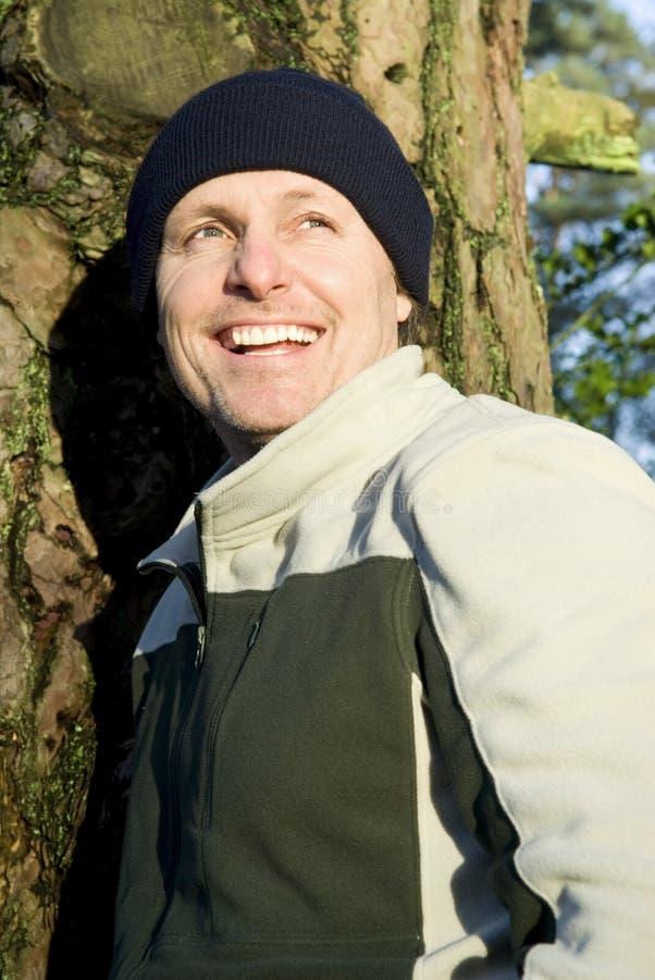 Gelukkige glimlachende openluchtmens royalty-vrije stock fotografie