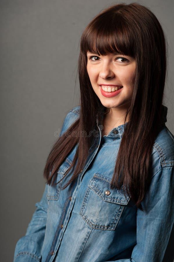 Gelukkige glimlachende vrouw royalty-vrije stock fotografie