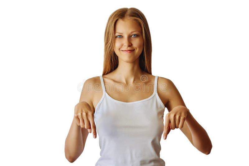 Gelukkige glimlachende vrouw die neer met wijsvingers richten stock foto's