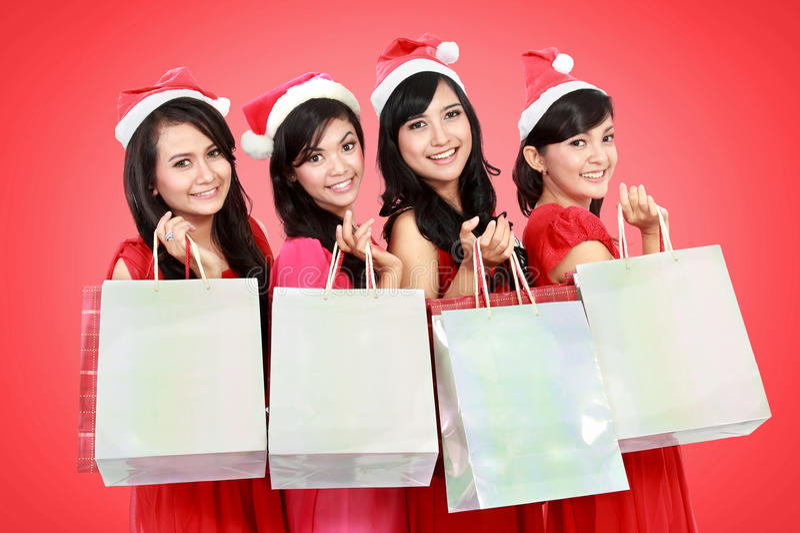Gelukkige grappige mensen met van de de hoedenholding van Kerstmissanta de giftdozen a stock foto's