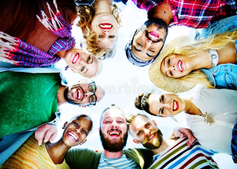 Gelukkige groep het concept van het vriendendeel stock afbeeldingen