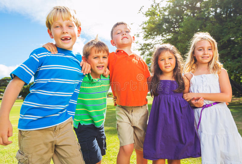 Gelukkige Groep Jonge Jonge geitjes royalty-vrije stock fotografie