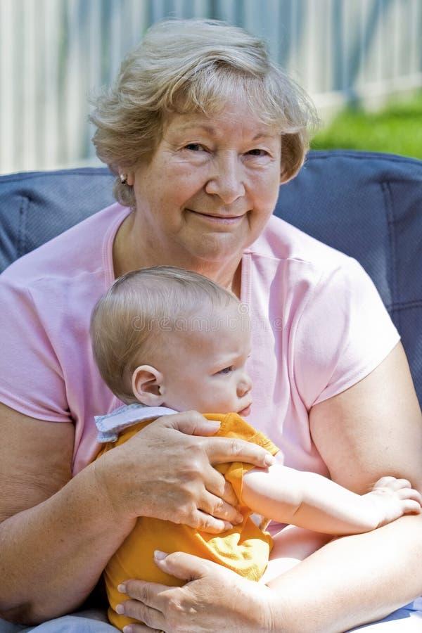 Gelukkige grootmoeder stock foto's