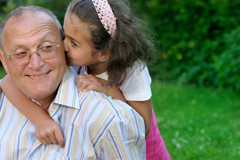 Gelukkige grootvader en kleindochter royalty-vrije stock foto's