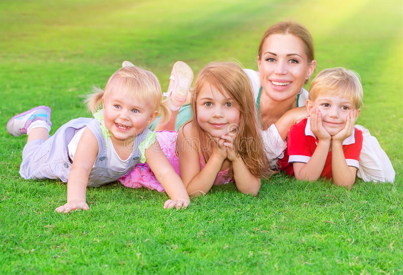 Gelukkige grote familie royalty-vrije stock foto's
