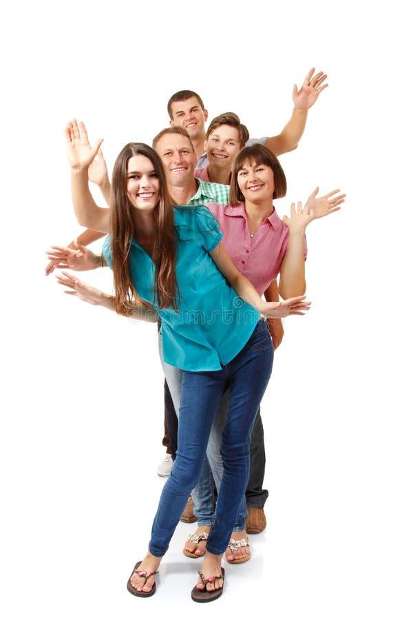 Gelukkige grote Kaukasische familie die pret hebben en over wit glimlachen stock afbeelding