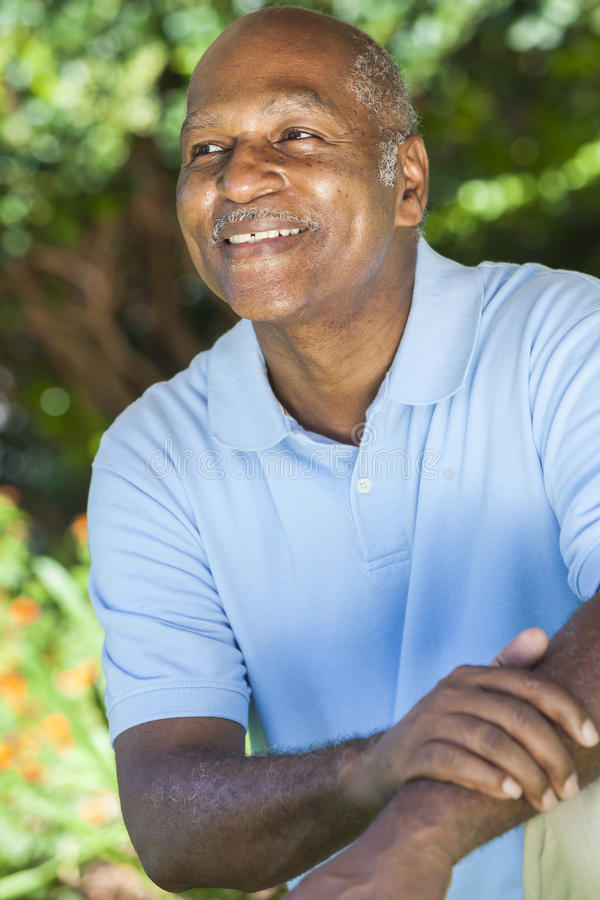 Gelukkige Hogere Afrikaanse Amerikaanse Mens royalty-vrije stock foto's