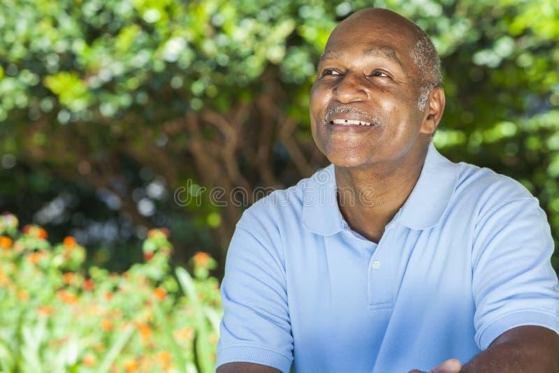 Gelukkige Hogere Afrikaanse Amerikaanse Mens stock afbeelding