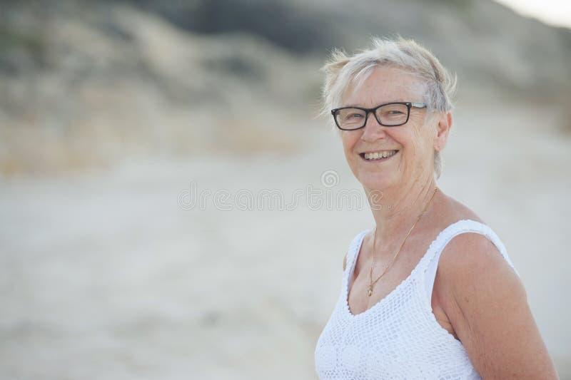Gelukkige hogere vrouw stock foto