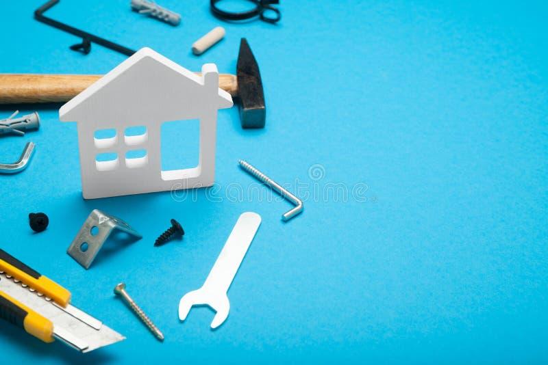 Gelukkige huisbouw, reparatieworkshop De werkbank, toolshed Exemplaarruimte voor tekst royalty-vrije stock foto