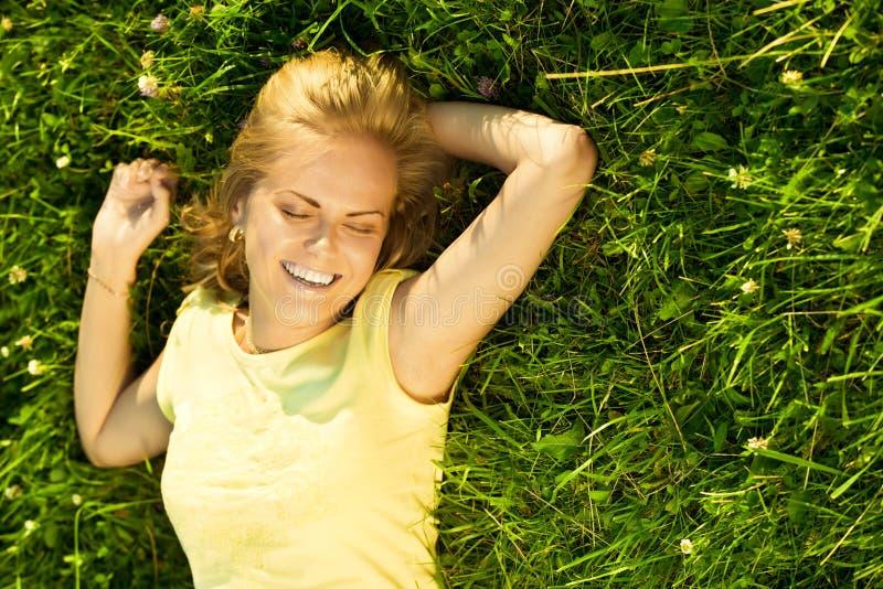 Gelukkige jonge blonde royalty-vrije stock foto