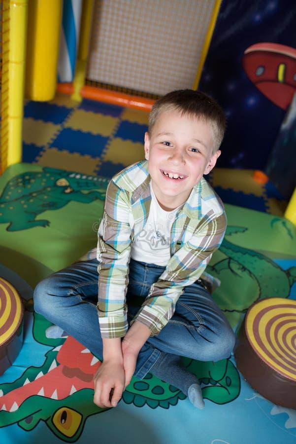 Gelukkige jonge jongen royalty-vrije stock fotografie