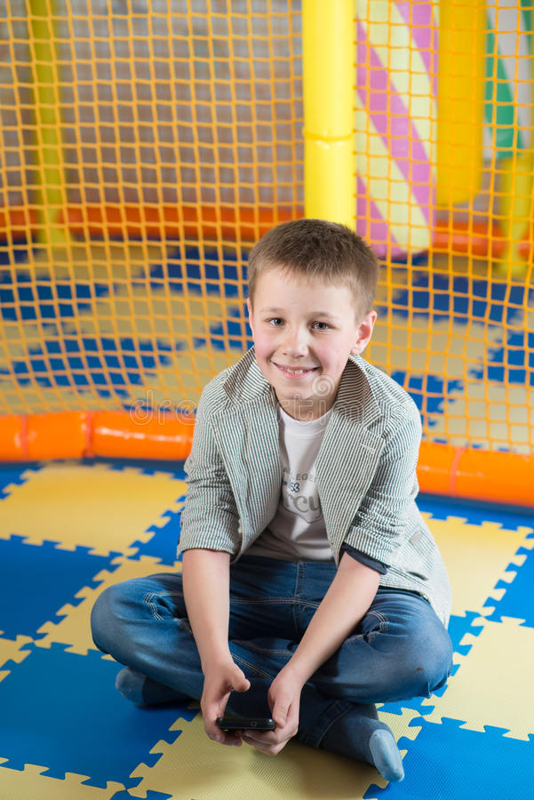 Gelukkige jonge jongen royalty-vrije stock foto