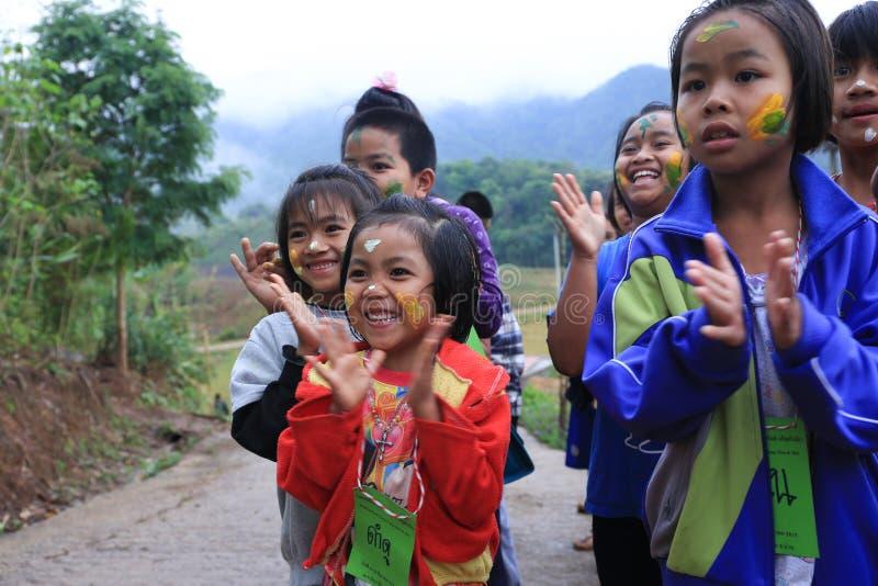 Gelukkige jonge meisjes, Nan, Thailand royalty-vrije stock foto