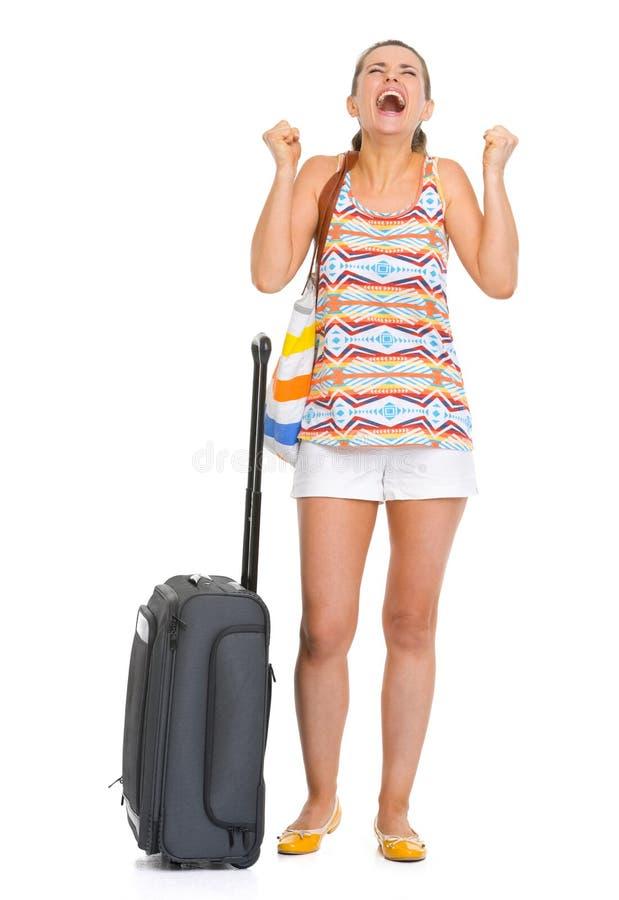 Gelukkige jonge toeristenvrouw met de enjoing roeping van de wielzak stock afbeeldingen