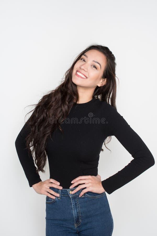 Gelukkige jonge vrouw stock afbeeldingen