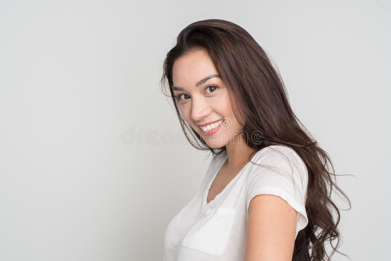 Gelukkige jonge vrouw stock foto's