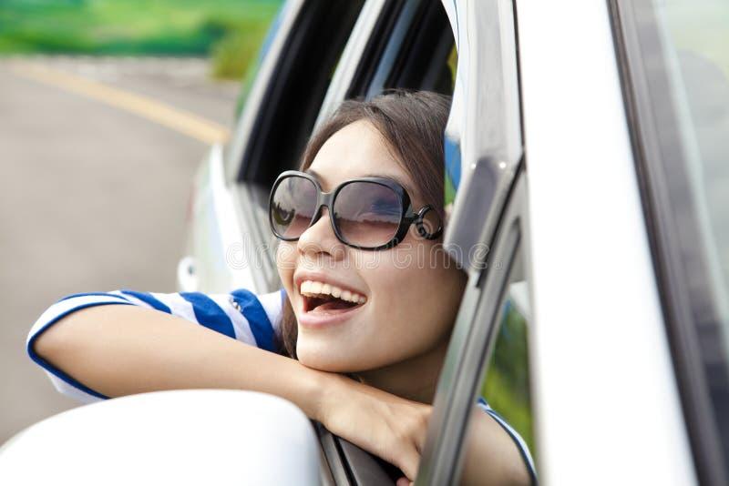 Gelukkige jonge Vrouw in de Auto royalty-vrije stock foto
