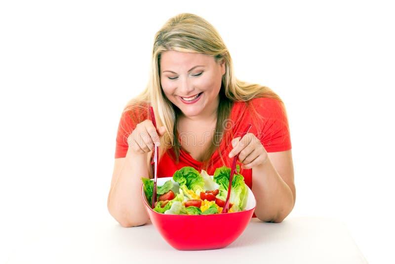 Gelukkige jonge vrouw met gezonde kom salade stock foto's