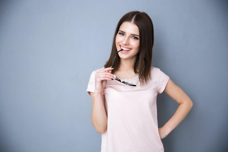 Gelukkige jonge vrouw met glazen royalty-vrije stock afbeelding