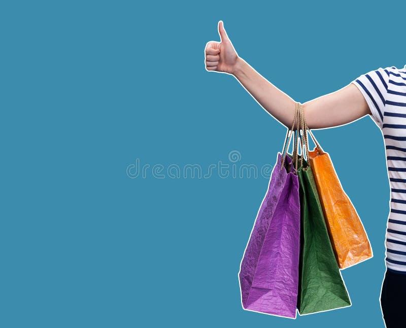 Gelukkige jonge vrouw met het winkelen zakken royalty-vrije stock fotografie