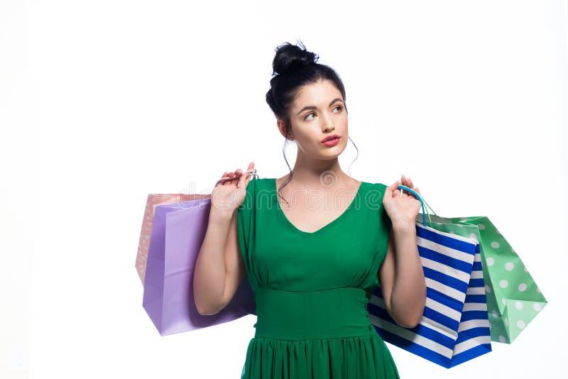 Download Gelukkige Jonge Vrouwenholding Het Winkelen Zakken Stock Afbeelding - Afbeelding bestaande uit velen, gift: 107706359