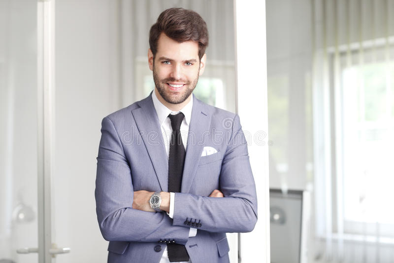 Gelukkige jonge zakenman royalty-vrije stock afbeelding