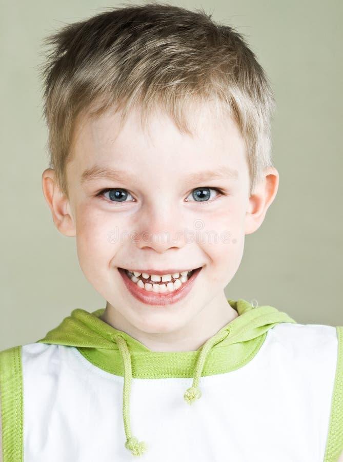 Gelukkige jongen royalty-vrije stock afbeeldingen