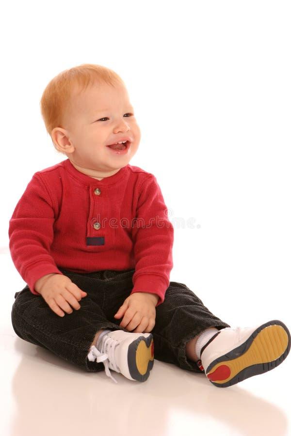 Gelukkige jongen in rood royalty-vrije stock foto's