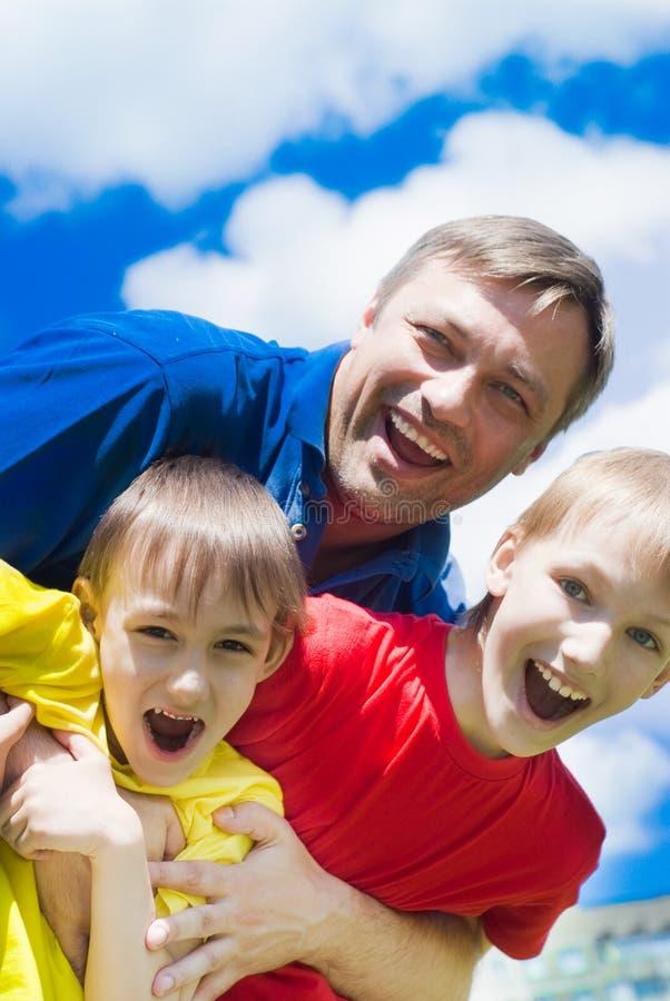 Gelukkige jongens met papa royalty-vrije stock foto