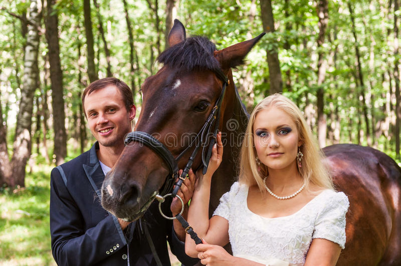 Gelukkige jonggehuwden royalty-vrije stock foto's