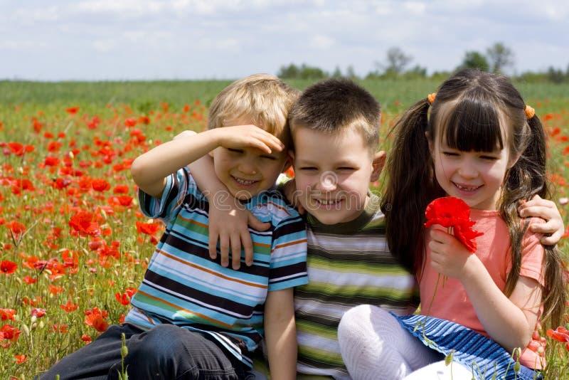 Gelukkige kinderen stock afbeeldingen