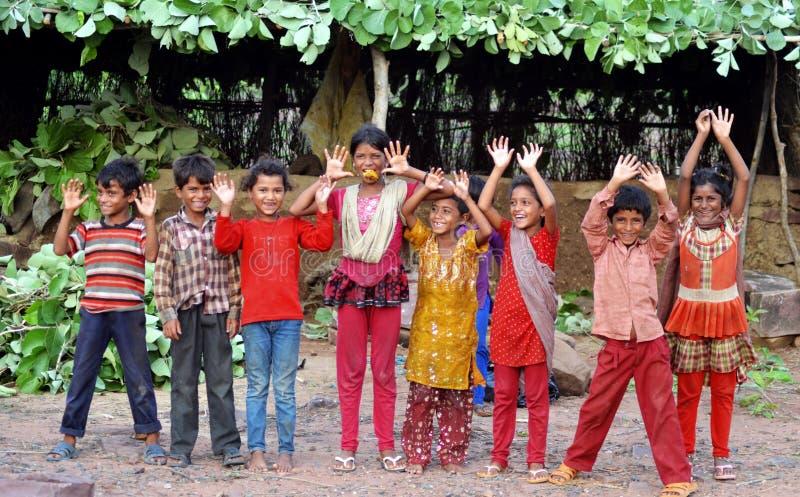 Gelukkige landelijke Indische jonge geitjes royalty-vrije stock foto's