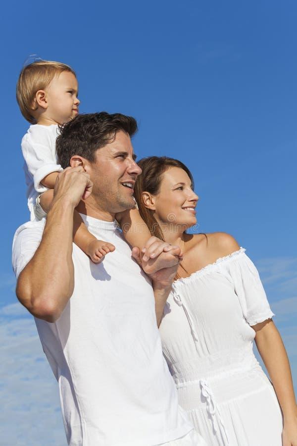 Gelukkige Man de Familie Blauwe Hemel van het Vrouwenkind stock afbeeldingen