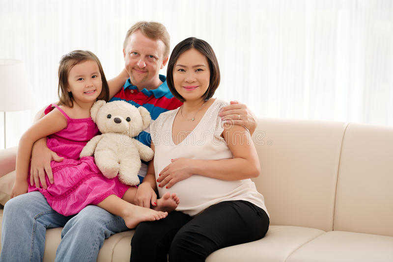 Gelukkige mengen-rasfamilie stock afbeelding