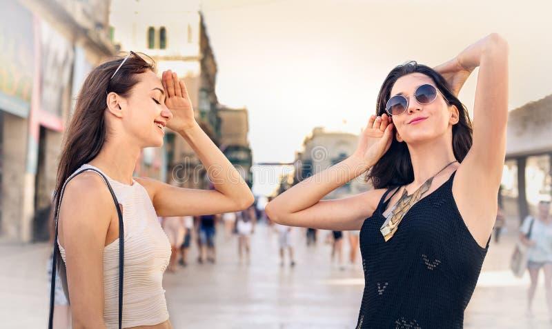 Gelukkige mensen op vakantie royalty-vrije stock afbeelding