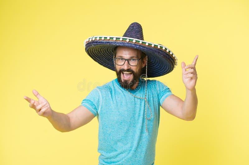 Gelukkige Mexicaanse mensenglimlach in sombrero Mens die in Mexicaanse hoed glimlachen Gelukkige Cinco DE Mayo Geniet van de part royalty-vrije stock afbeeldingen