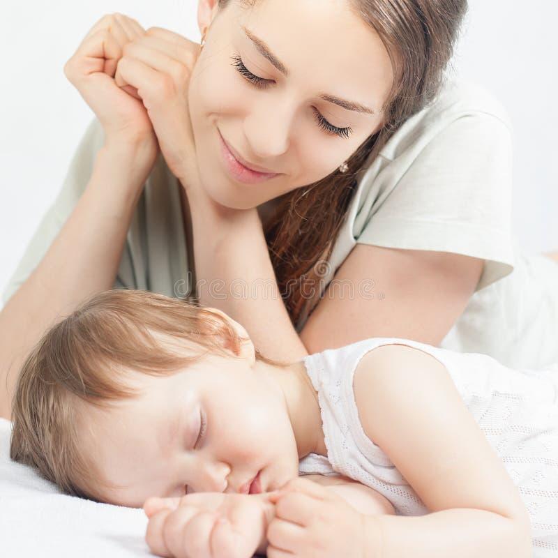 Gelukkige moeder en baby stock fotografie
