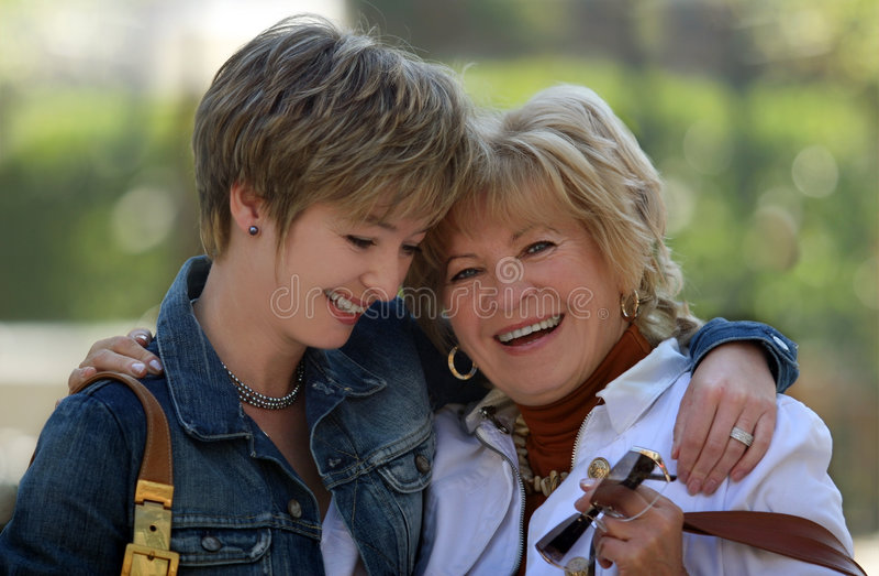 Gelukkige moeder en dochter stock foto