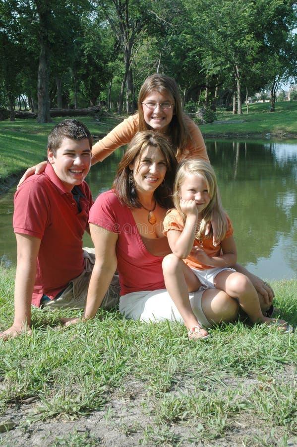 Gelukkige moeder en kinderen royalty-vrije stock fotografie