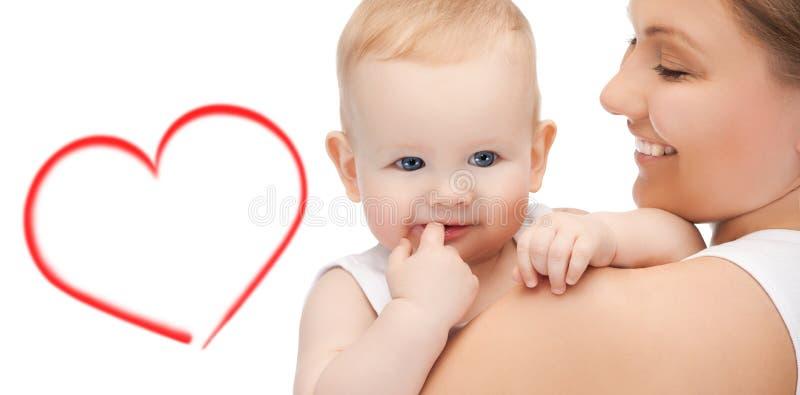 Gelukkige moeder met aanbiddelijke baby stock foto