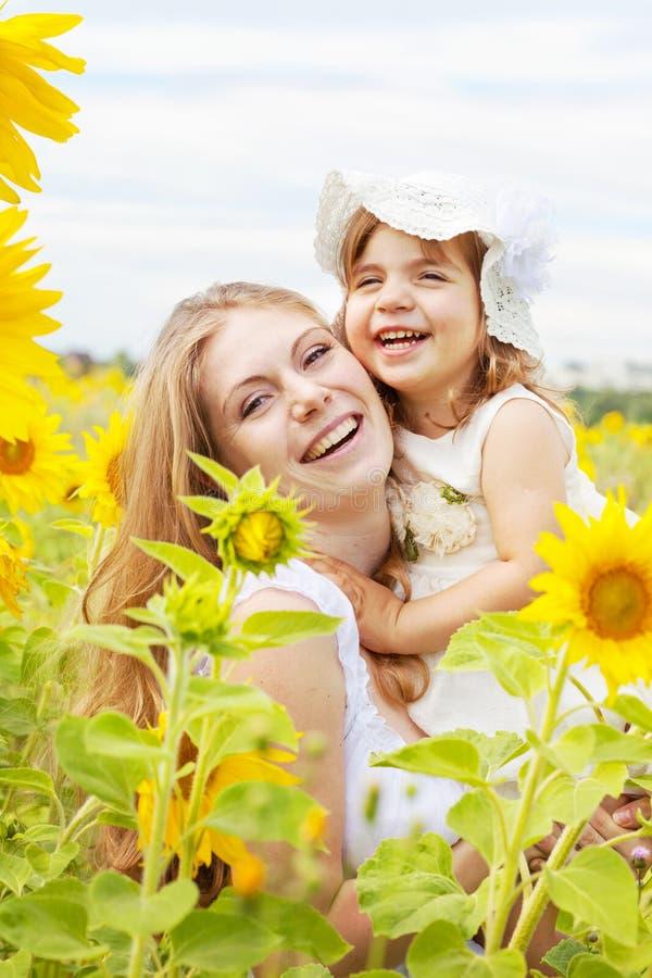Gelukkige moeder met de dochter stock fotografie