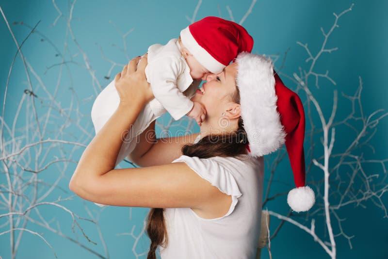 Gelukkige moeder met haar baby stock foto