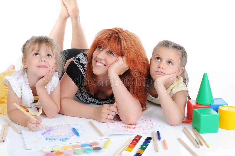 Gelukkige moeder met haar dochters. stock afbeelding