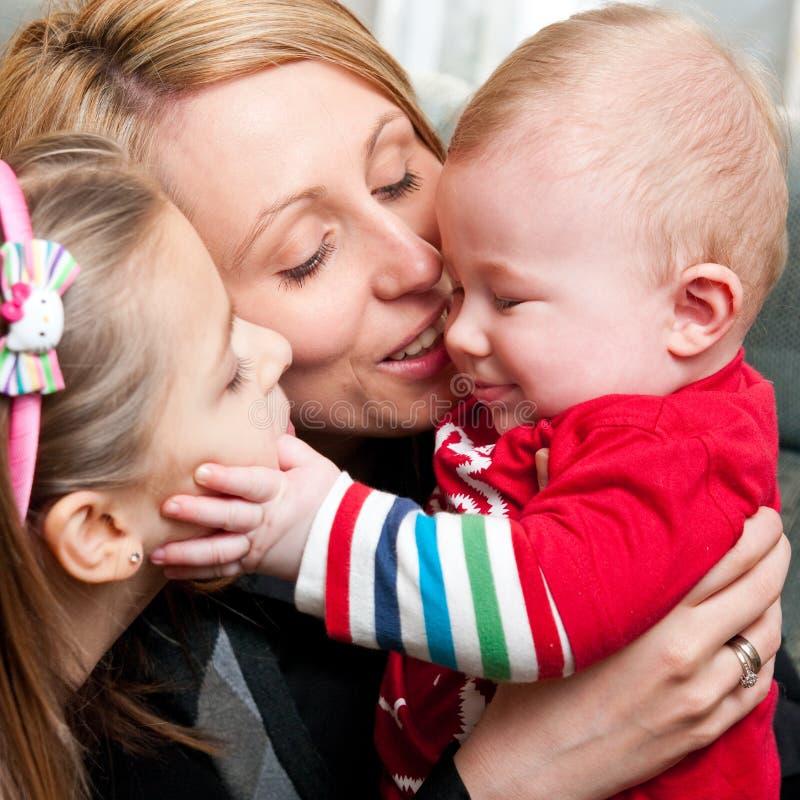Gelukkige moeder met kinderen royalty-vrije stock foto