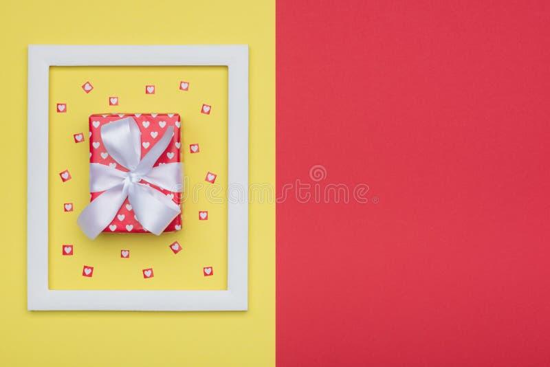Gelukkige Moeder` s Dag, Vrouwen` s Dag, de Dag van Valentine ` s of Verjaardagsachtergrond Vlak leg minimaal concept stock afbeeldingen